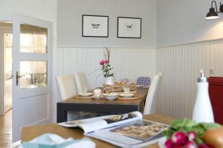 Großzügiger Essplatz in der Küche